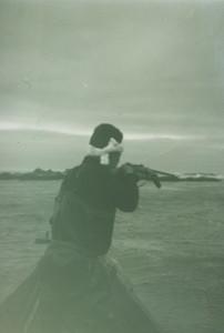 1970年代始め、襟裳岬。アザラシを利用する。(大泰司紀之氏撮影)