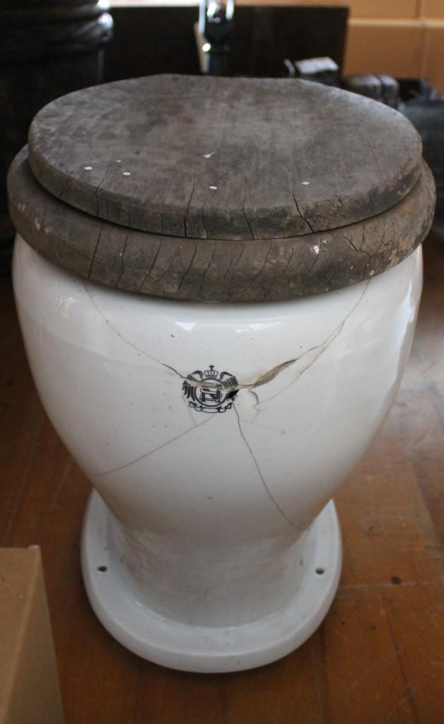 新冠町郷土資料館収蔵 洋式便器