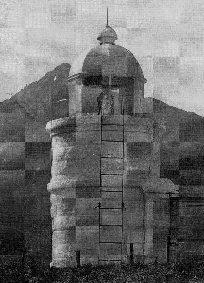 初代鴛泊灯台