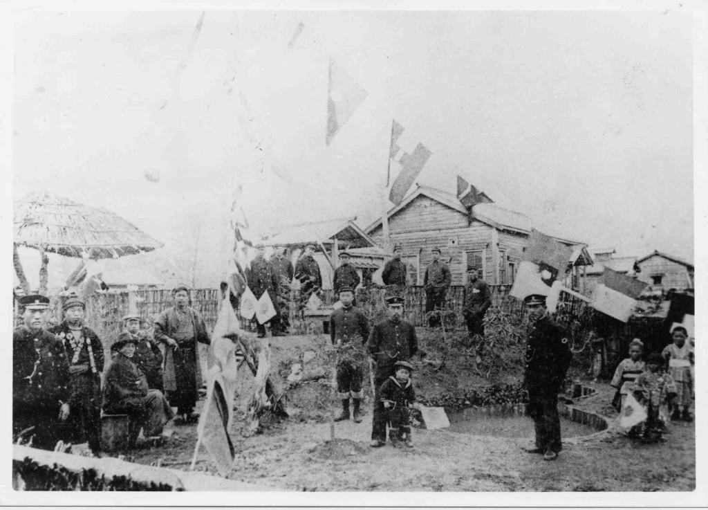 図2 1903(明治36)年の浦幌駅開業祝賀の様子(浦幌町立博物館所蔵)