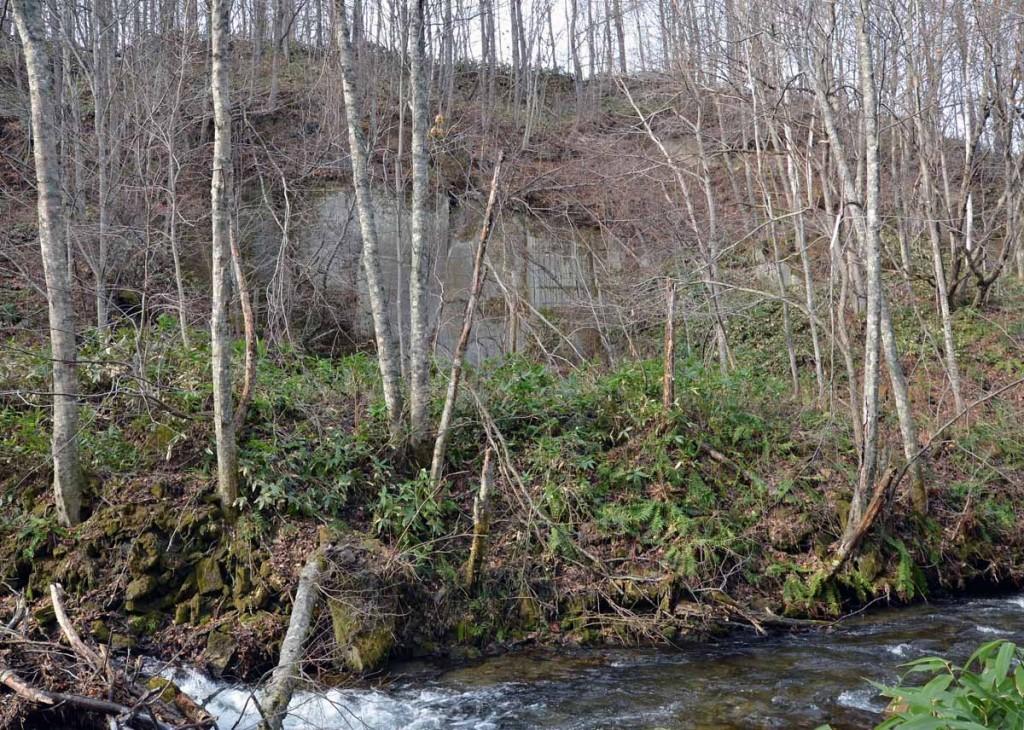 写真3 軟石採掘跡
