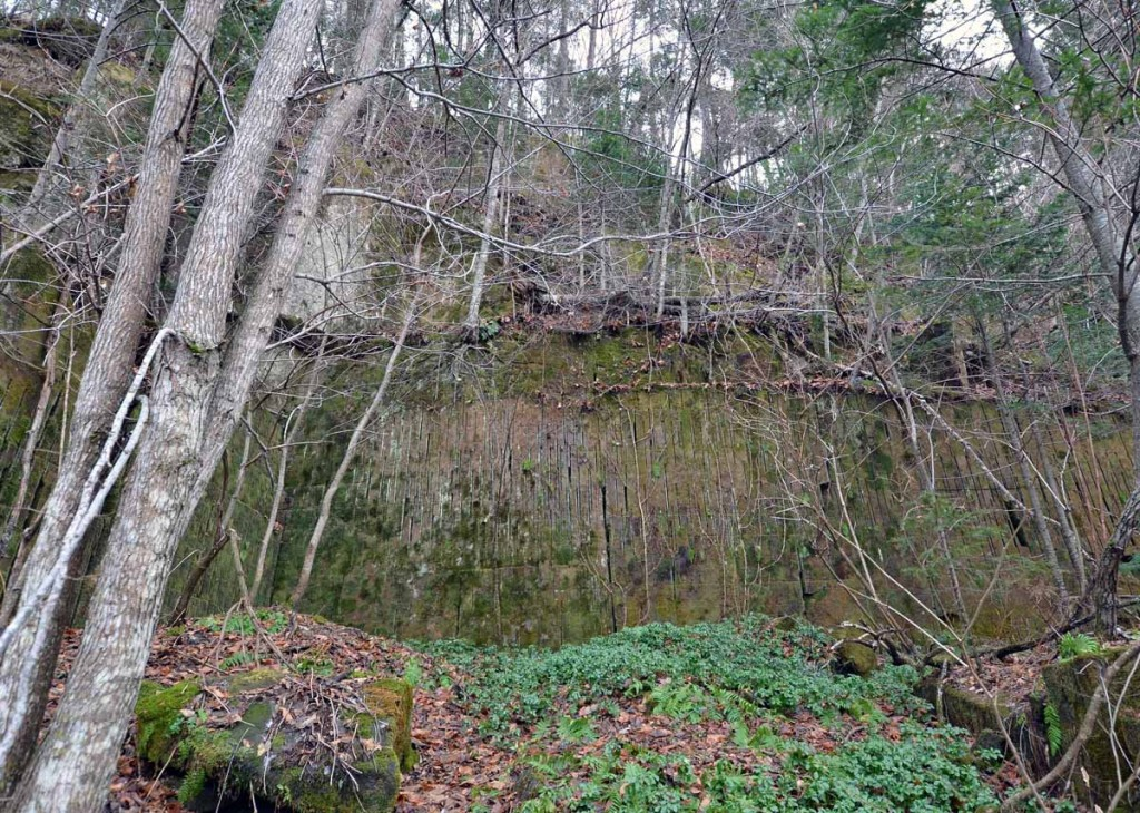 写真4 軟石採掘跡