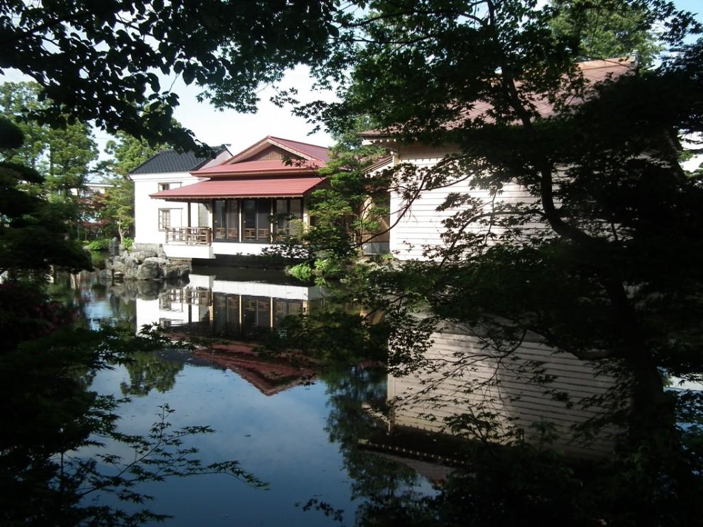 夏の梅村庭園