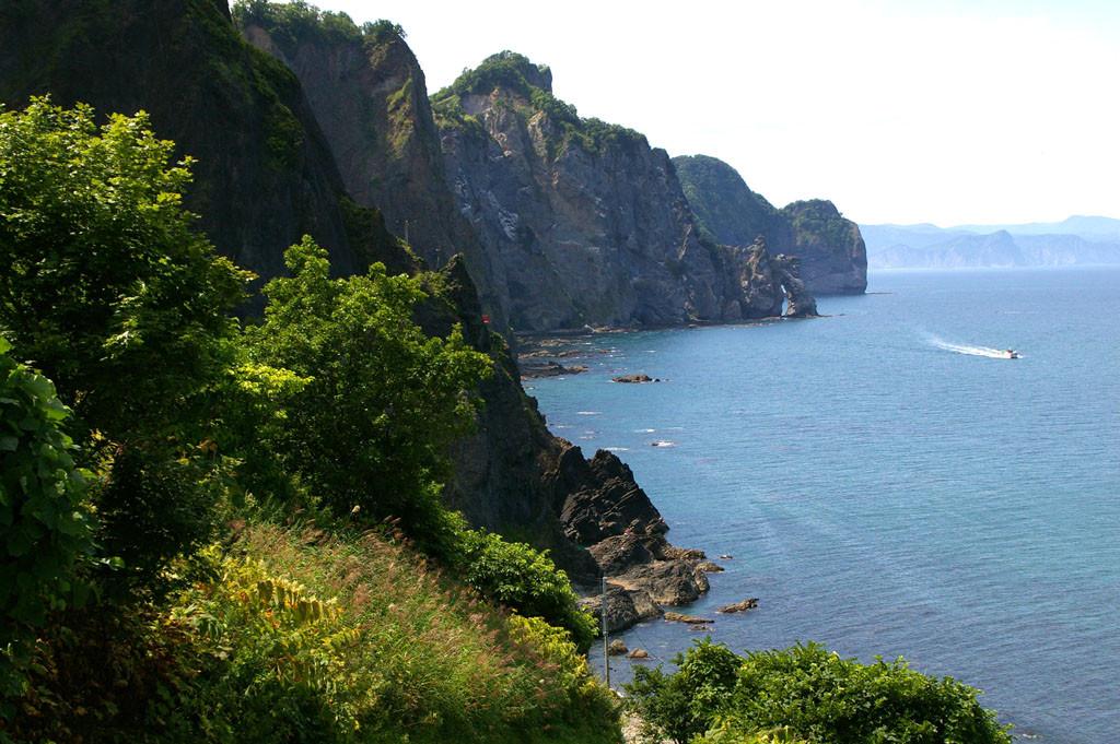 海食崖の続くオタモイ地区の海岸