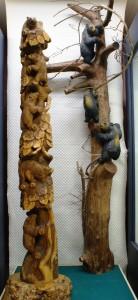 上海万博で展示された木登り熊(左)
