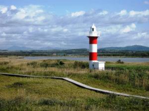石狩灯台と石狩川河口