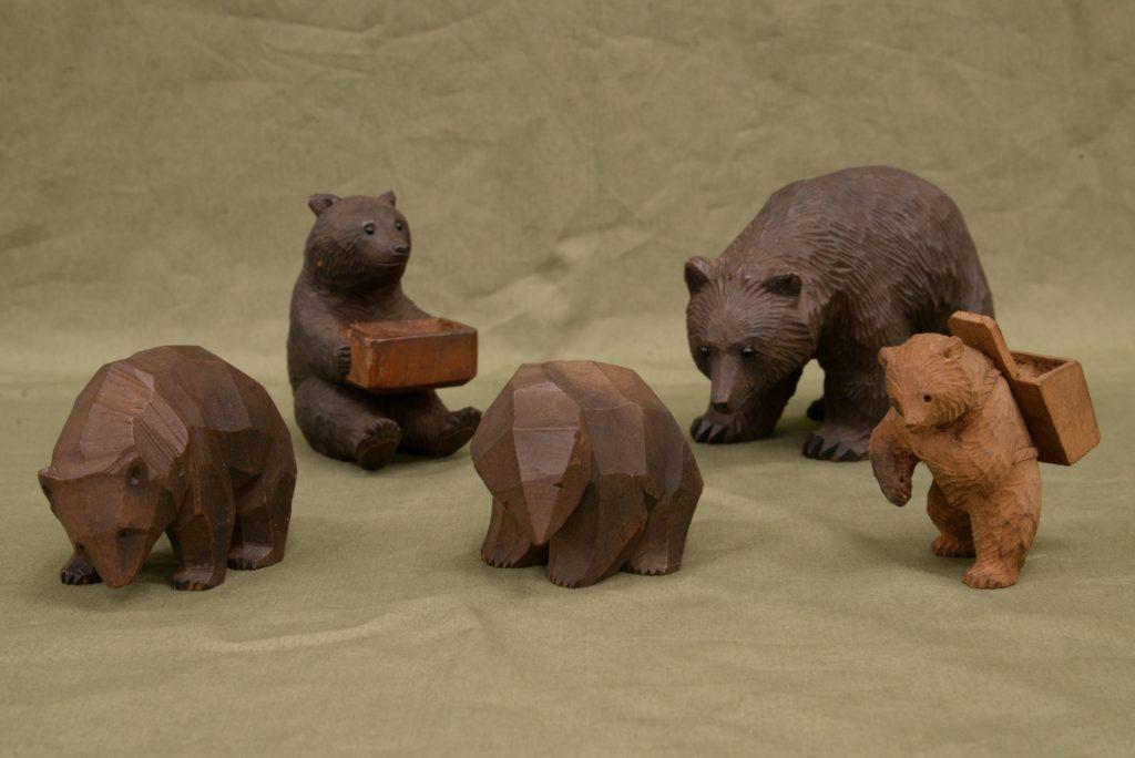 戦前に作られた八雲の木彫り熊たち